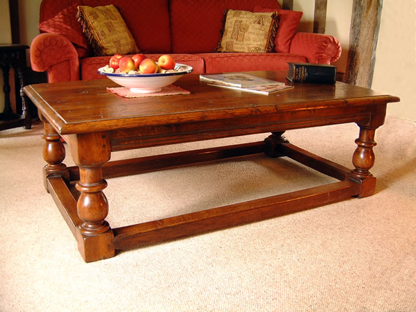 Oak coffee table english oak period furniture colour for Underline the table